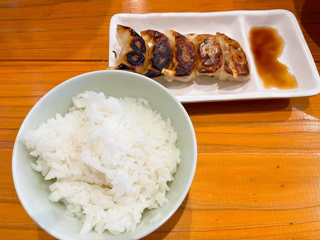 セットメニュー:ご飯+一口餃子